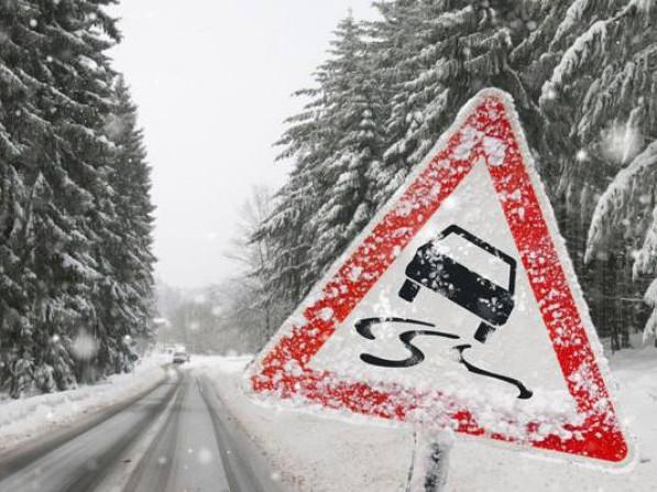 Любомльських водії просять не виїжджати без потреби на дороги