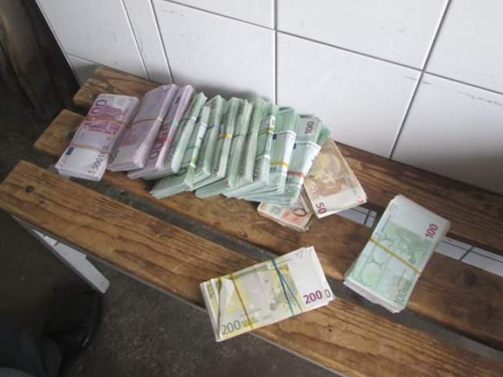 На «Ягодині» у бардачку авто знайшли майже 200 тисяч гривень