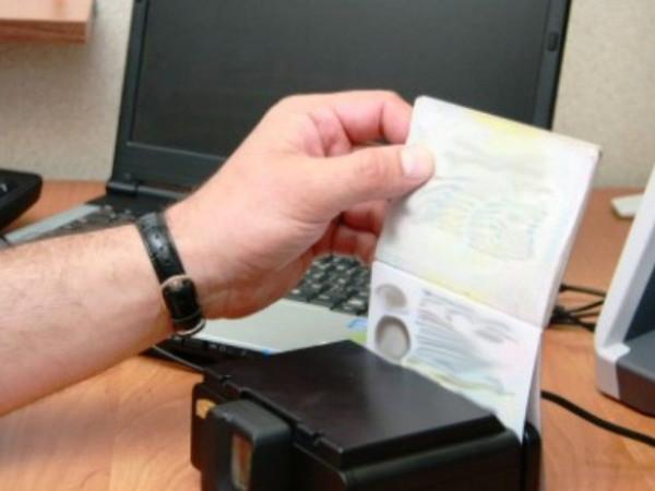Через «Ягодин» пасажир автобуса хотів проскочити з підробленим паспортом