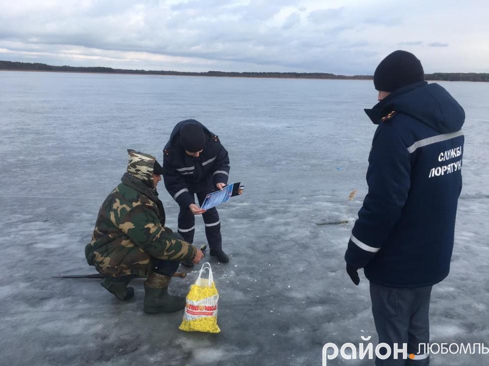 Рятувальники нагадали жителям Любомльщини правила зимової риболовлі