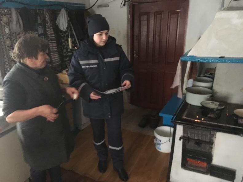 У Запіллі та Полапах рятувальники нагадали правила пожежної безпеки