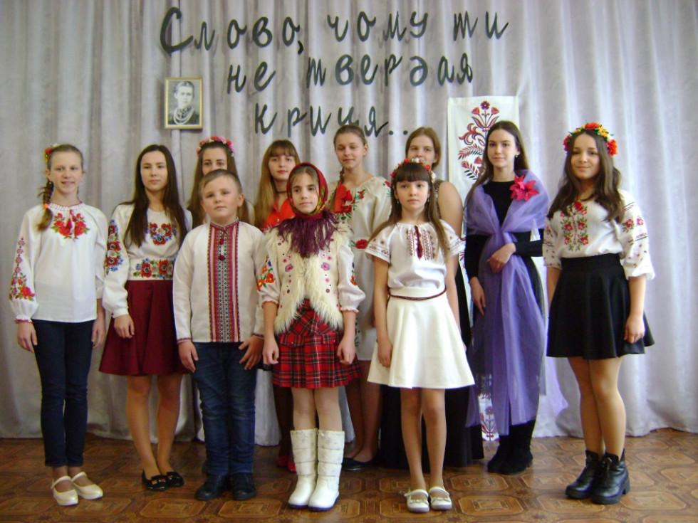 Учасниці конкурсу читців творів Лесі Українки