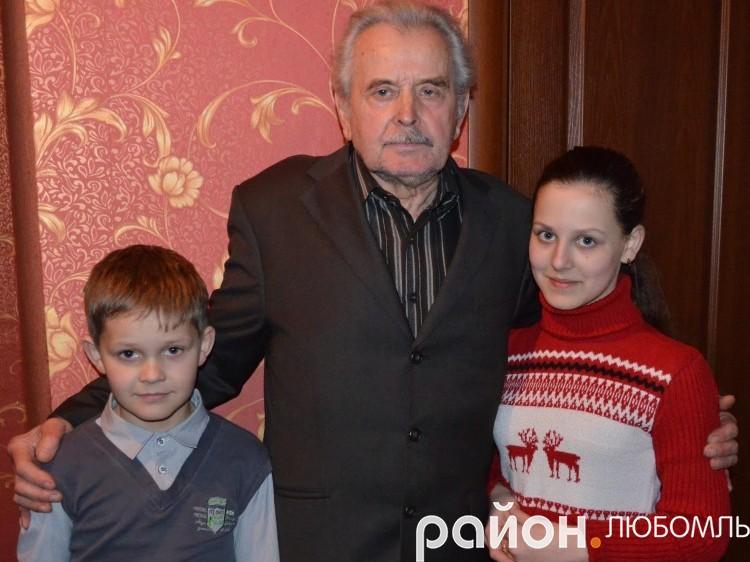 На пенсії Олексій Нестерук присвячує себе онукам.
