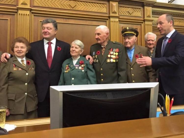 Петро Порошенко особисто подякував Анатолію Дроздовичу за участь у боротьбі за вільну Україну.