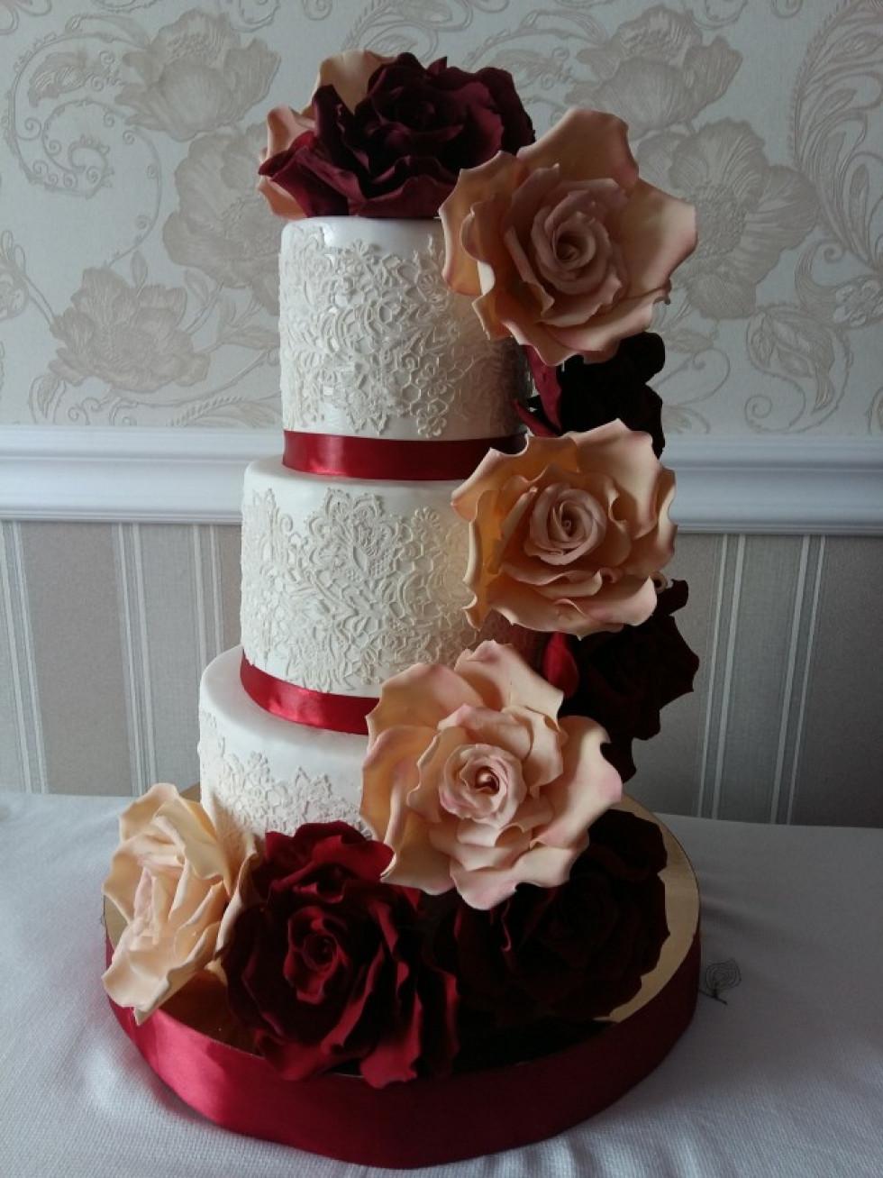 Якось за добу зробила аж п'ять тортів, а весільний за ніч спекла.