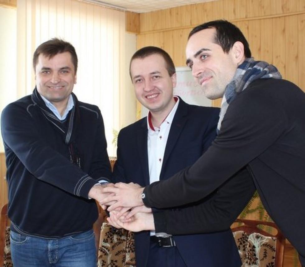 Підписання тристоронньої угоди про реконструкцію майданчика в районі стадіону «Колос».