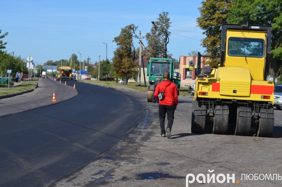 Дороги ремонтують, але, на жаль, мало і рідко.