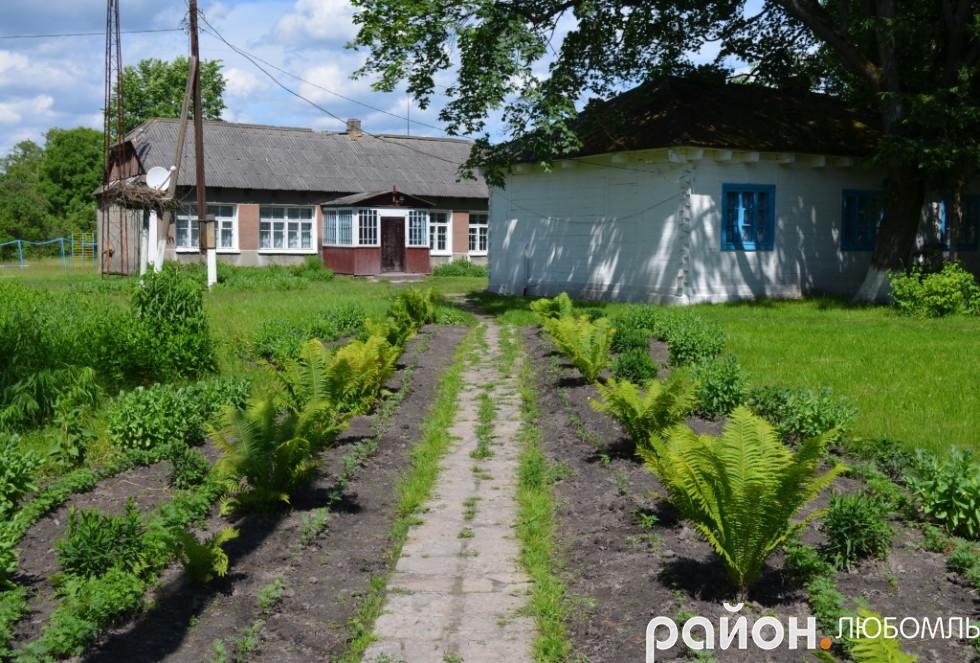 У Почапах школа розміщується у стареньких хатинках.