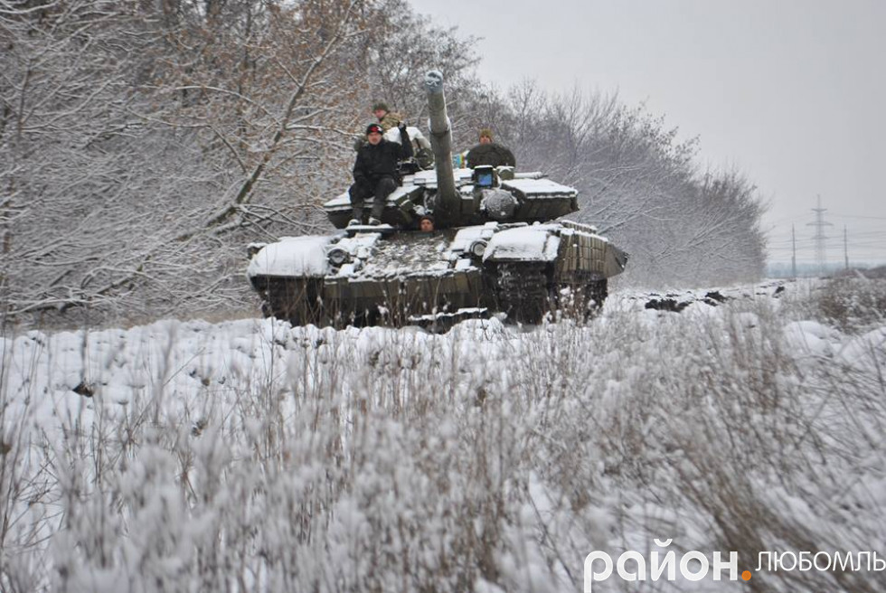 За передачками бійці й на танках виїжджали.