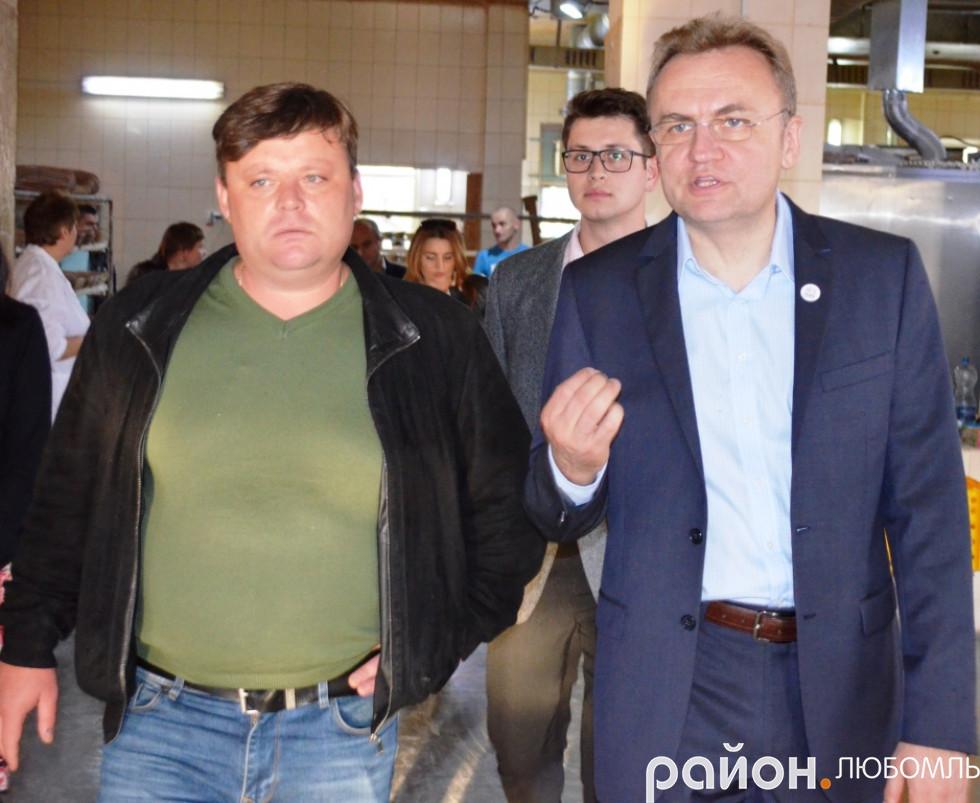 Віктор Козел проводить екскурсію меру Львова Андрію Садовому.