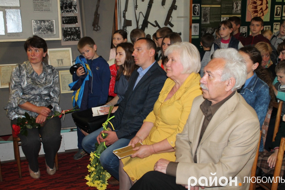 У залі зібралося багато поціновувачів поезії Ніни Горик.