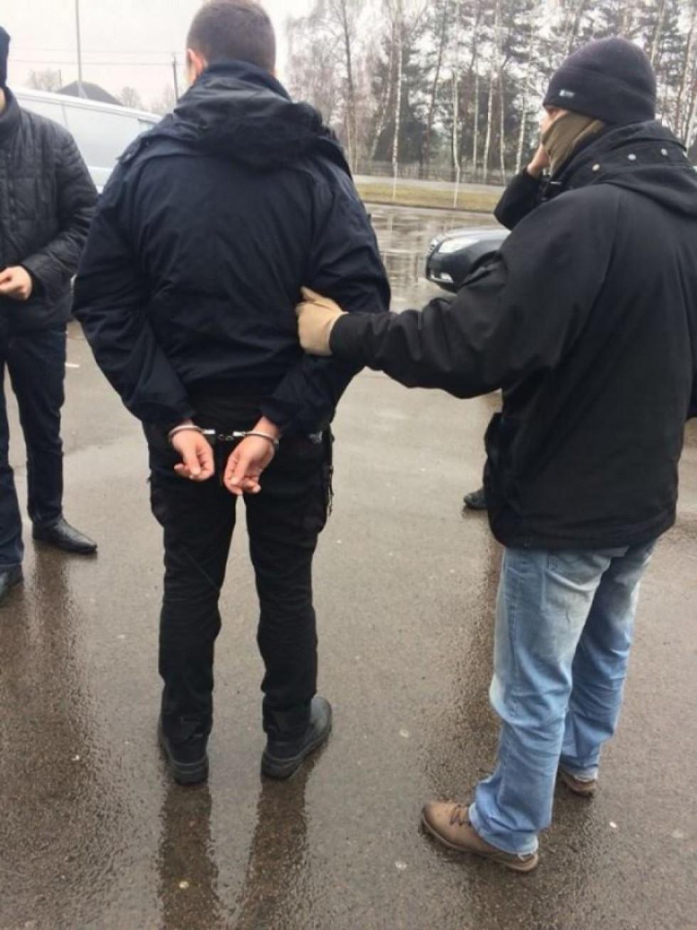 На фото – затримання Павла Науменка. Фото прес-служби прокуратури