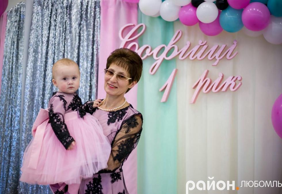 Галина Бородчук з онучкою Софійкою