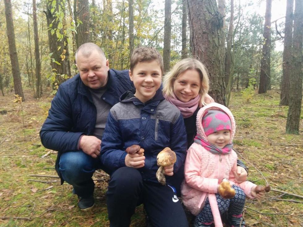 Донька Оксана з сім'єю